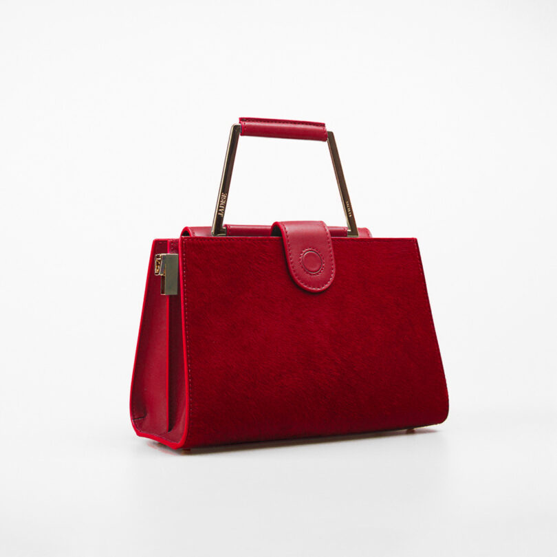 ART.111210-1-FIANCO-RED